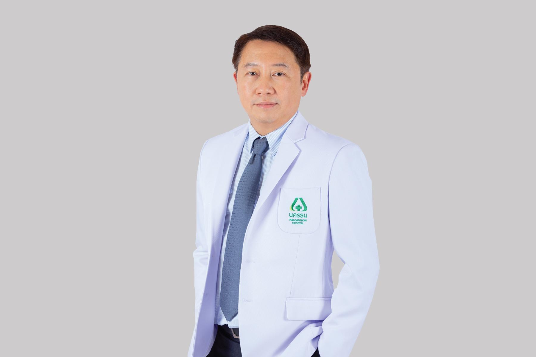 นายแพทย์วีระพันธ์ ควรทรงธรรม ผู้อำนวยการสถาบันกระดูกสันหลังบำรุงราษฎร์ และศัลยแพทย์ระบบประสาท